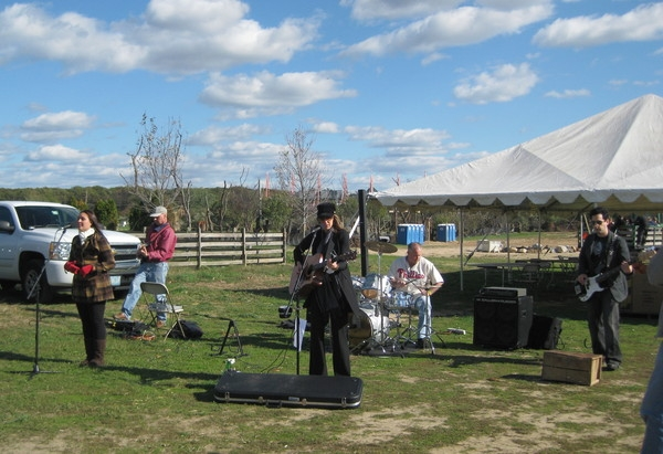 The Volunteers: Marisha Jakubicki on Background vocals, Gary Jakubicki on lead guitar, Me on bloody guitar, Danny Coleman on drums and Mike Thompson on bass.