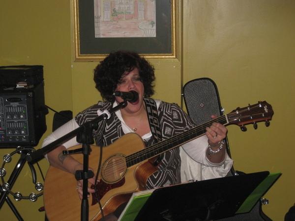 Jo Wymer with her angelic voice!