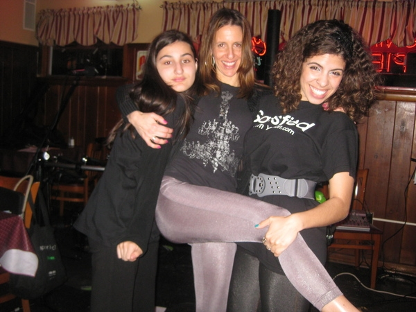 Daniela, me and Layanne, my CD selling managers!