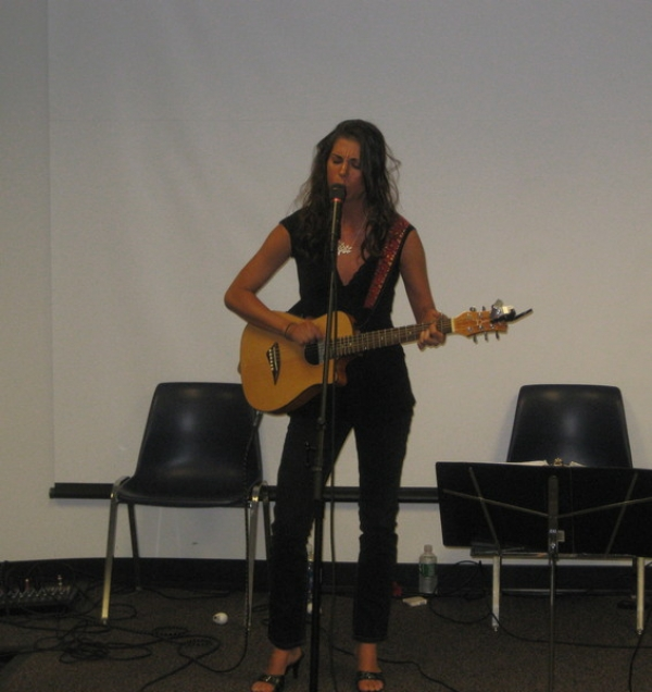 Laura Cheadle funks it up at Cranford Songwriters in the Round