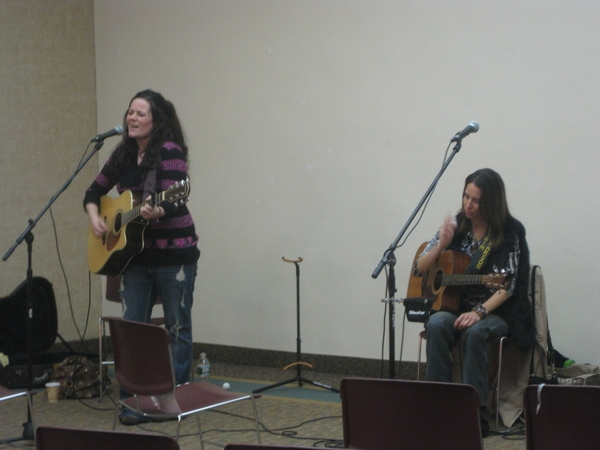 Kelly Carvin sings a song with me and Natalie Acciani in the round