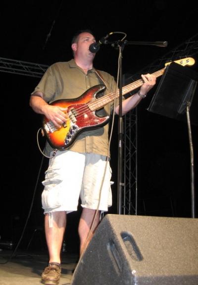 Joe Chianese sings some rockin' standars like