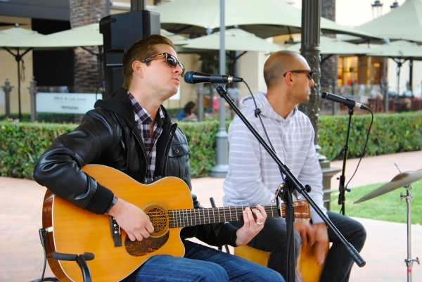Tom & Mike Jammin @ Fashion Island!
