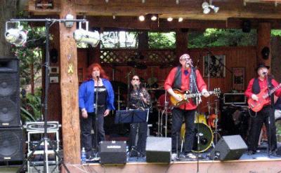 Robin, Cheryl, Rj and Rob making some beautiful harmonies.