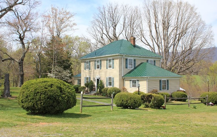 ABSOLUTE: 4BR Home on 7 Scenic Acres