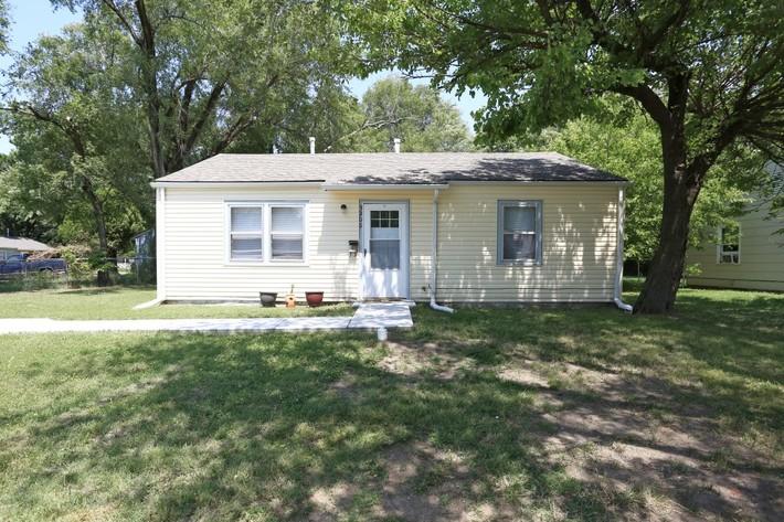 3206 E Oaklawn Wichita Ks