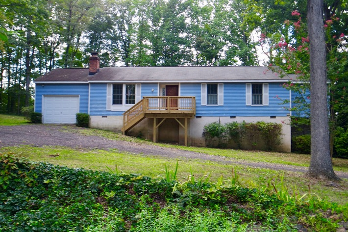 2 BR/2 BA Home in Gated Lake of the Woods--SELLS to the HIGHEST BIDDER!!
