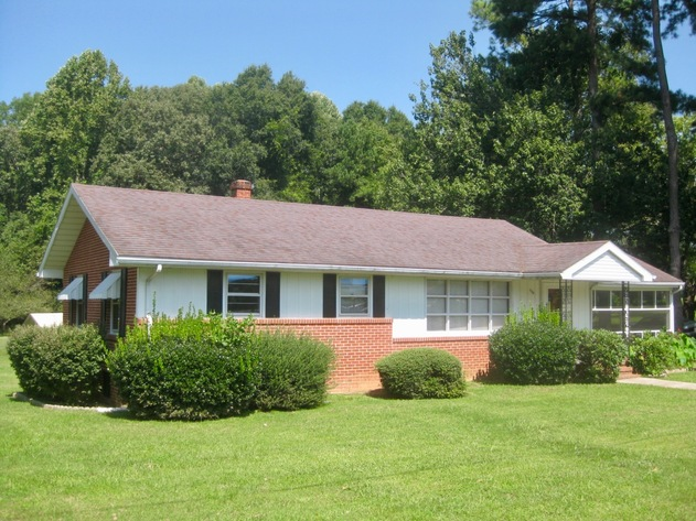 Well Built 3 BR/2 BA Home w/Finished Basement on City Lot in Lunenburg County, VA