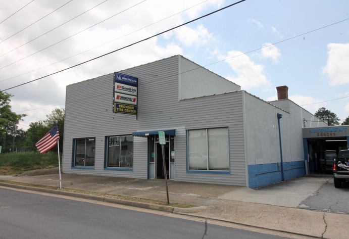 Commercial/Industrial Building on Main St. (Rt. 40) in Lunenburg County, VA--Sells to the Highest Bidder!!