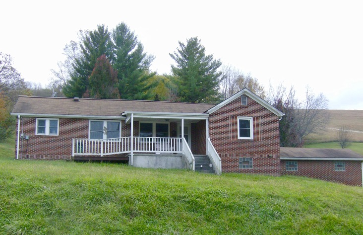 2 BR/1 BA Home on 1+/-  Acre in Tazewell, VA---Sells to the Highest Bidder!!---ONLINE ONLY BIDDING