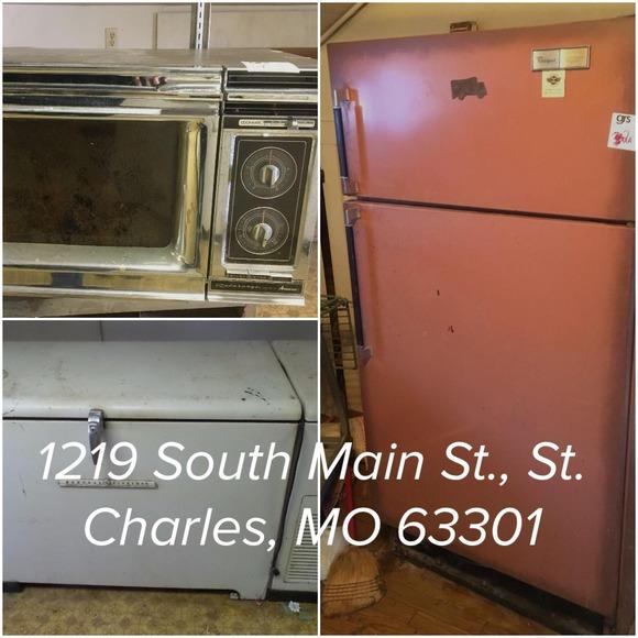 Retro Kitchen Appliances & Holiday Decor