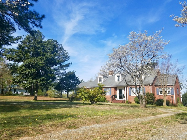 4 BR/2 BA Brick Cape Cod Style Home on 2.8 +/- Acres in Warsaw, VA (Richmond County)