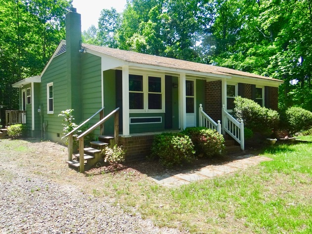 Clean 2 BR/1 BA Home on 2.1 +/- Acres in Caroline County, VA--This Home Will be SOLD to the Highest Bidder!!