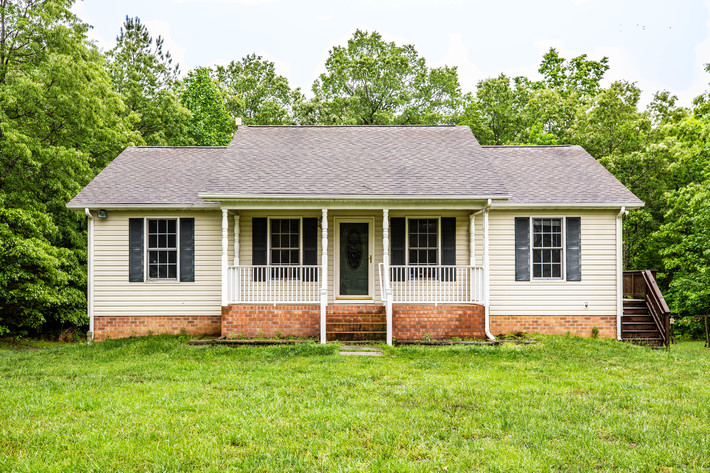 2 BR/3 BA Home on 2 +/- Acres in Caroline County, VA--Only 20 Minutes From Spotsylvania VRE Station!!