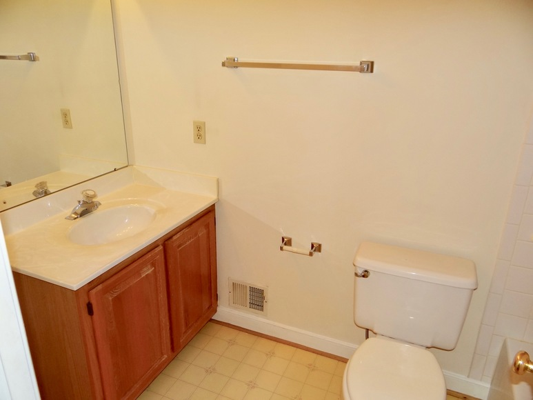 Featured Image for 3 BR/3.5 BA Town House w/Garage in Chatham Landing (Stafford County, VA)--Sells to the Highest Bidder!!