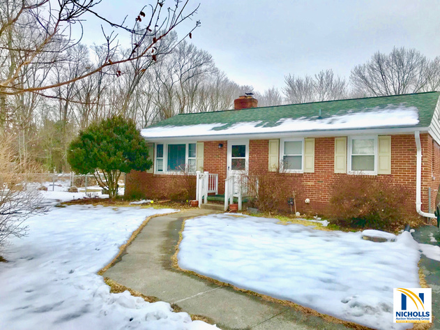 3 BR Home on 1/2 Acre Corner Lot Minutes From INOVA Loudoun Hospital & Dulles Airport