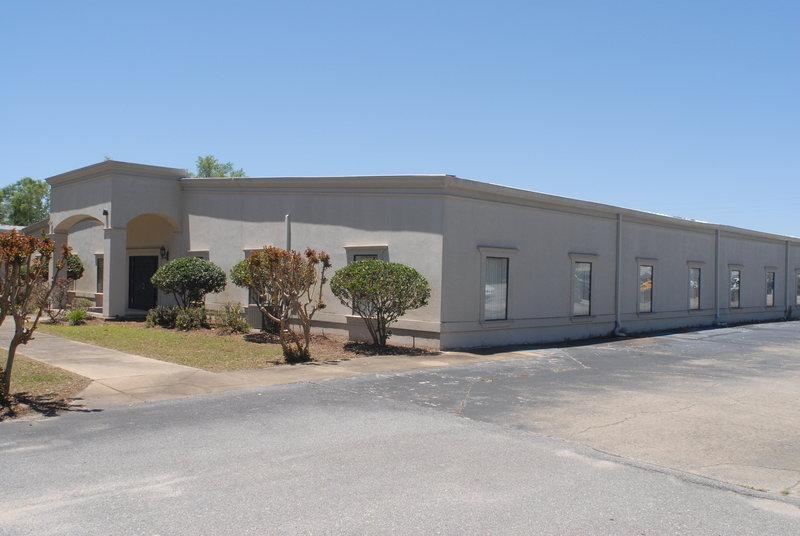 MULTI USE BUILDING! 5476 Fairchild Road, Crestview, FL