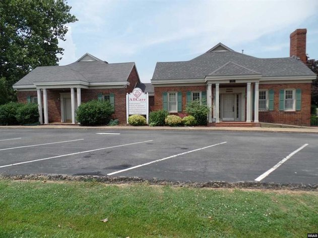 MULTI-USE PROFESSIONAL OFFICE SPACE! Great opportunity! Can be one or two office suites!