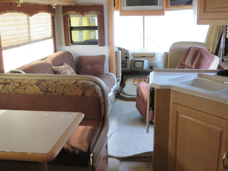 2004 National RV Dolphin