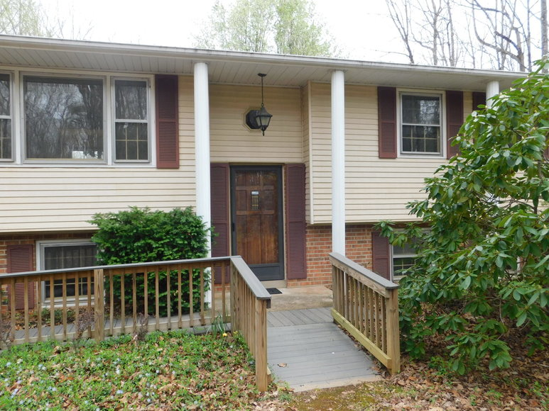 4 BR/2 BA Home on 4.8 +/- Wooded Acres in Orange County, VA--SELLS to the HIGHEST BIDDER!!