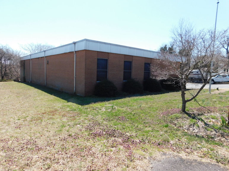 All Brick Commercial Building on Main Street in the Town of Madison, VA--SELLS to the HIGHEST BIDDER