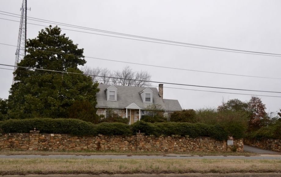 4 BR/2 BA HOME w/DETACHED GARAGE PLUS ADJACENT LOT—COMMERCIAL POTENTIAL FRONTING COURTHOUSE RD!!
