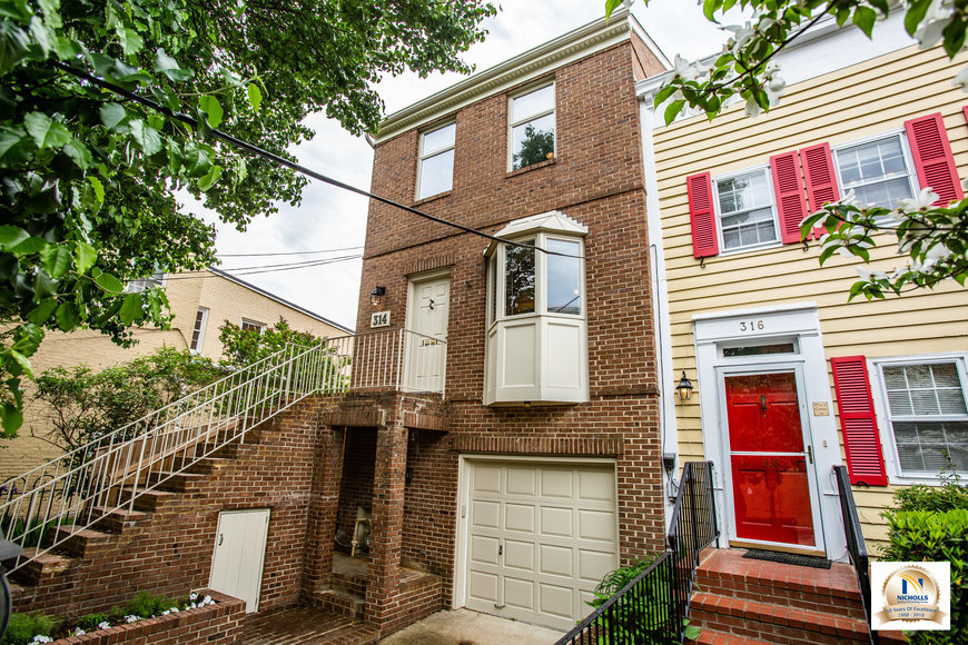 3 BR/2.5 BA Brick Colonial Style Townhome/Office in the Heart of Old Town Alexandria, VA--Zoned
