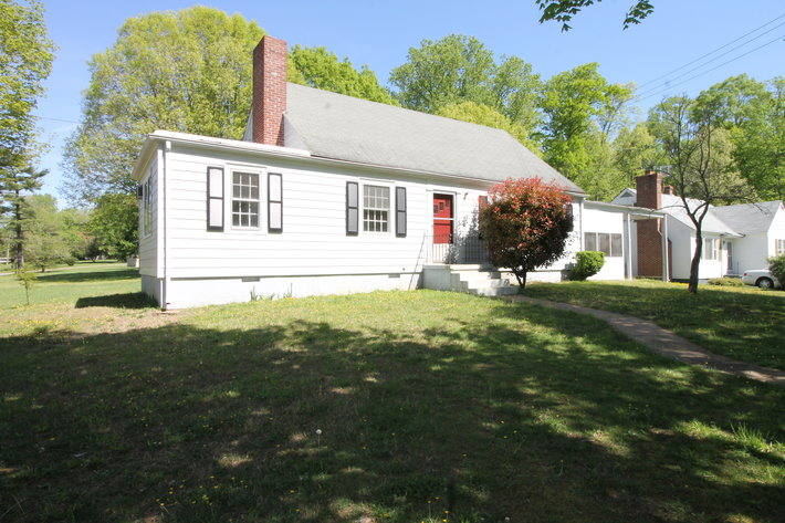 3 BR/1 BA Home on Corner Lot in the Town of Victoria, VA