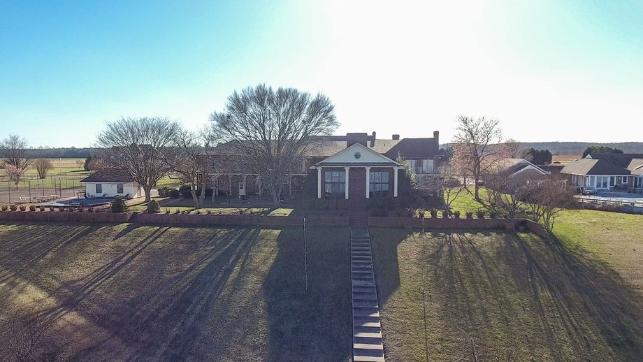11 BR/12 BA Rappahannock River Front Mansion on 2.4 Acres on