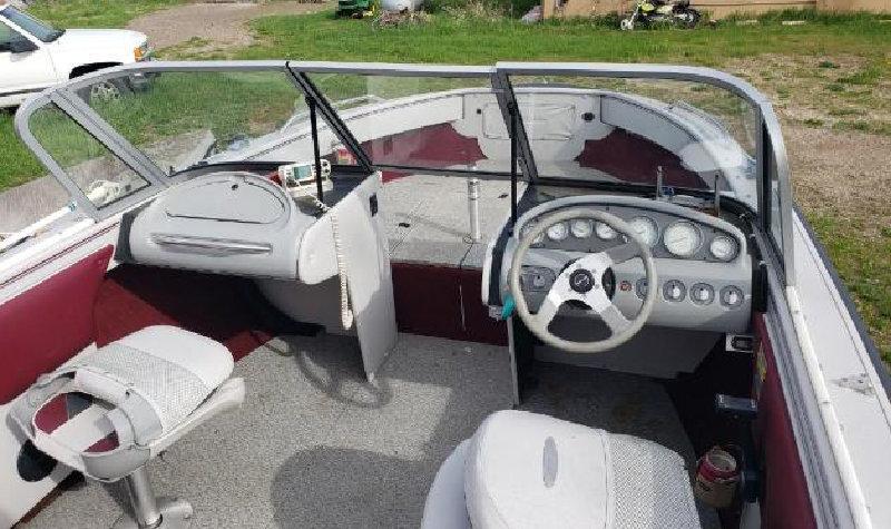 2006 Kia Sportage 4WD and 1995 Crestliner 19' Boat