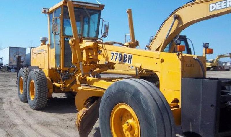 Construction Equipment: Excavators, Dozer, Trucks, Packers & More