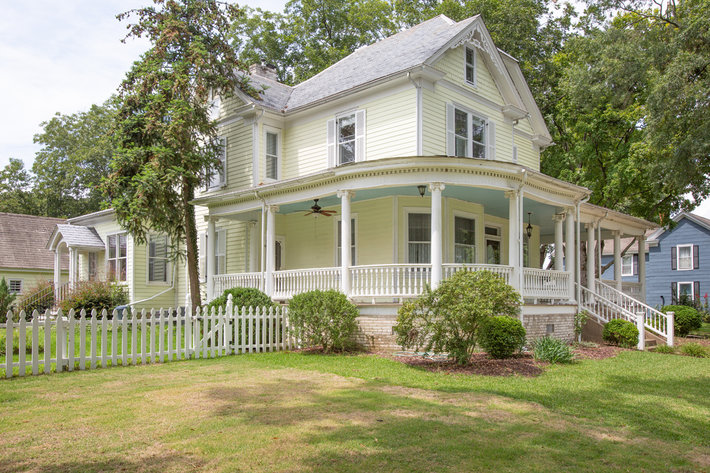 4 BR/2.5 BA Victorian Home w/Views of the Mattaponi River in West Point, VA