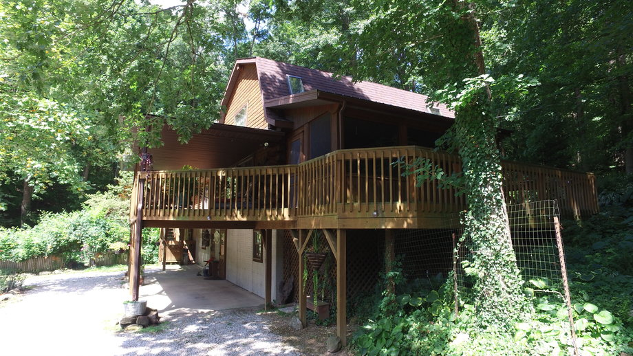 AWESOME SECLUDED LOG CABIN AND ACREAGE AUCTION