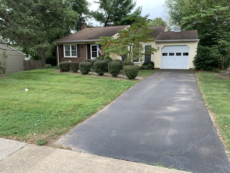 3 BR/2.5 BA Home in Fairfax County Only 5 Miles From Dulles Airport