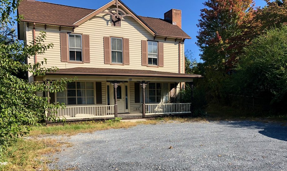 2 BR/1.5 BA Home on .39 +/- Acre Lot in the Town of Luray, VA--SELLS to the HIGHEST BIDDER via ONLINE ONLY BIDDING!!