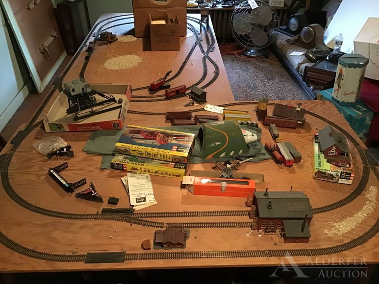 Alderfer Online - Allentown, PA Part 2: 12-3-2019   Featuring Home Decor, Victorian Eastlake Furniture, Vintage Toys & Trains, Primitives, Mechanical Banks & More