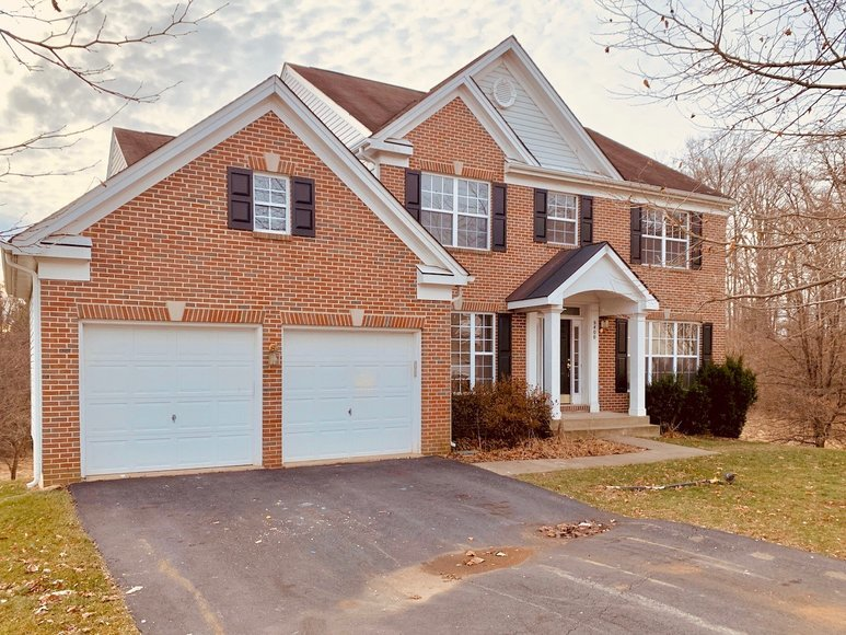 4 BR/3.5 BA Home on 1+ Acre Cul-de-Sac Lot in Roseberry--Minutes from Old Town Manassas
