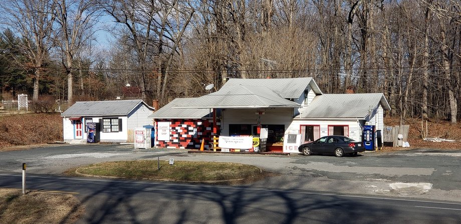 Convenience Store on US-460 with Potential for Multiple Income Sources