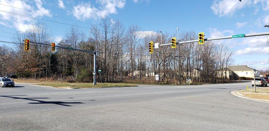 Prime Commercial Corner near Wyndhurst