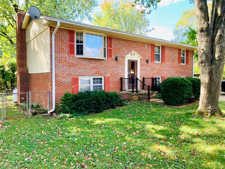 Well Maintained 4 BR/3 BA Home in Highly Desirable Northwest Leesburg, VA