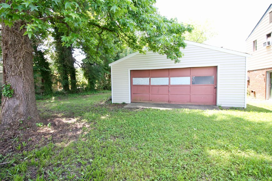 3 BR/1.5 BA Home w/Large Detached Garage in Terry Heights--Henrico County, VA   ONLINE ONLY BIDDING!!