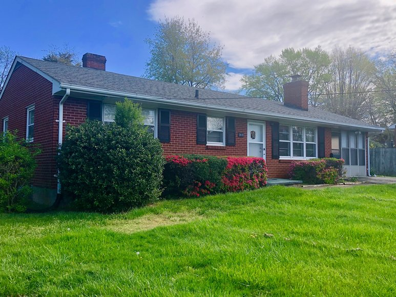 2 BR/1 BA Brick Home Located Only Minutes from Liberty University & University of Lynchburg--ONLINE ONLY BIDDING!!