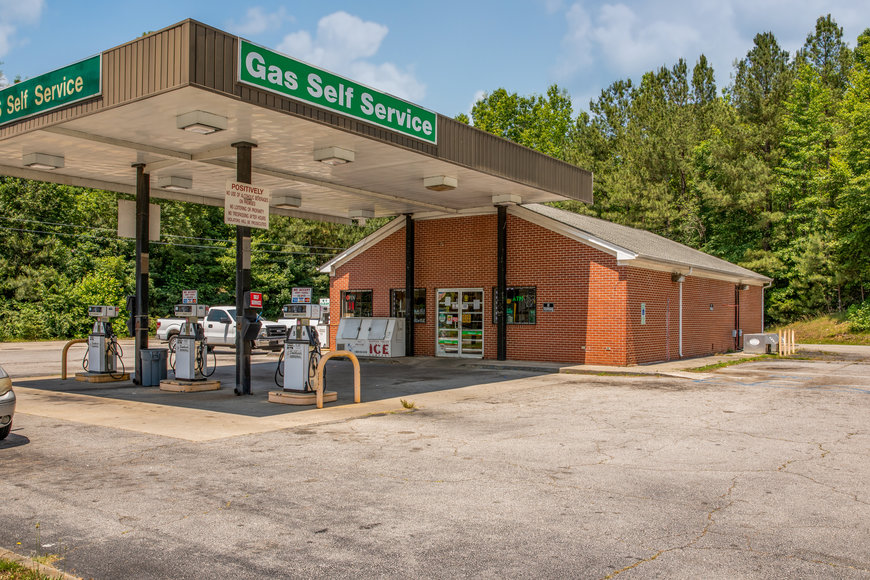 Operational Convenience Store w/Fuel Island on 1.23 +/- Acres--SELLING to the HIGHEST BIDDER!!