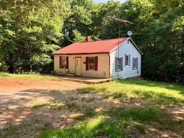 2 BR/1 BA Cottage on 1 Acre in Lunenburg County, VA--ONLINE ONLY BIDDING!!