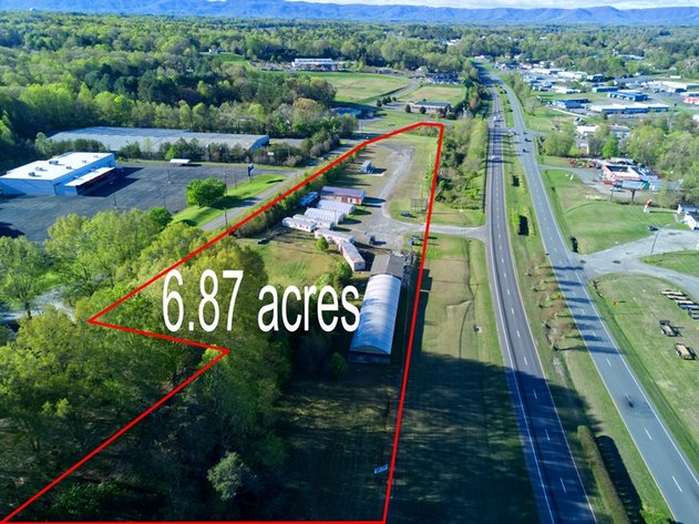 811 Fowler Road - Commercial Property For Sale in Mount Airy