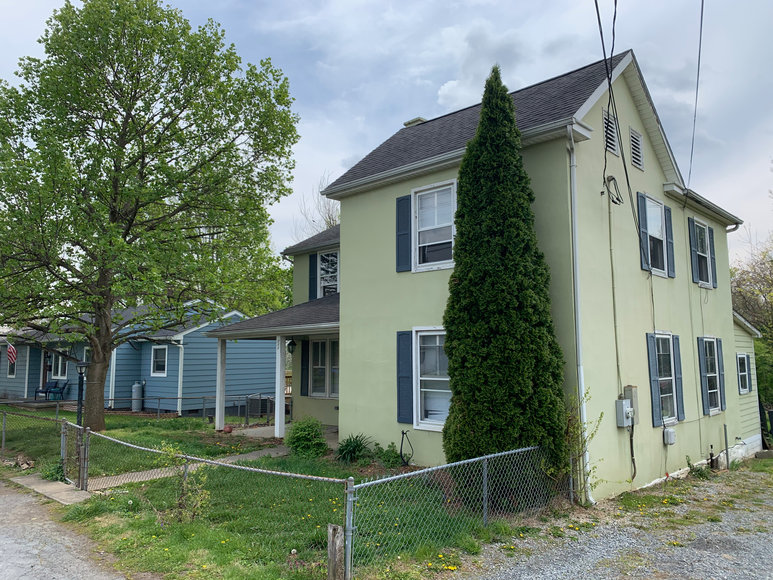 3 BR/1.5 BA Home in Downtown Berryville, VA (Clarke County)--SELLS to the HIGHEST BIDDER!!