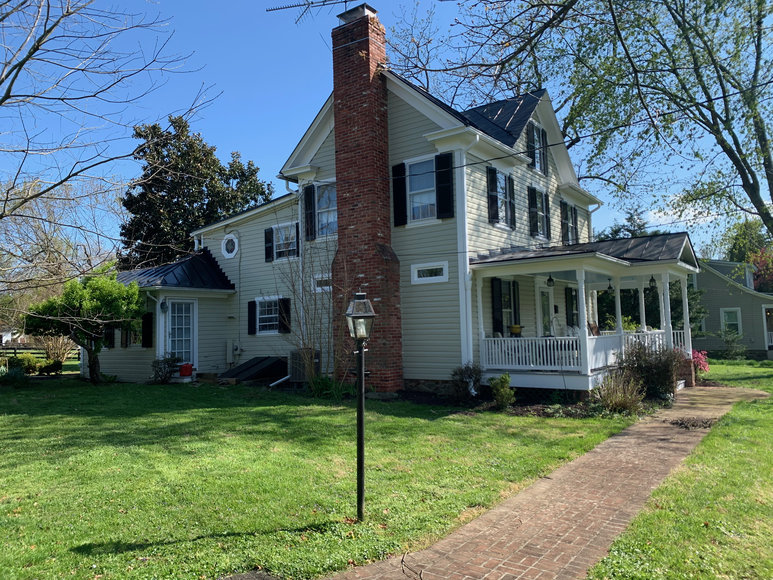 Stately 3 BR/2.5 BA Home on 1.28 +/- Acre Lot in Hamilton, VA--SELLS to the HIGHEST BIDDER!!
