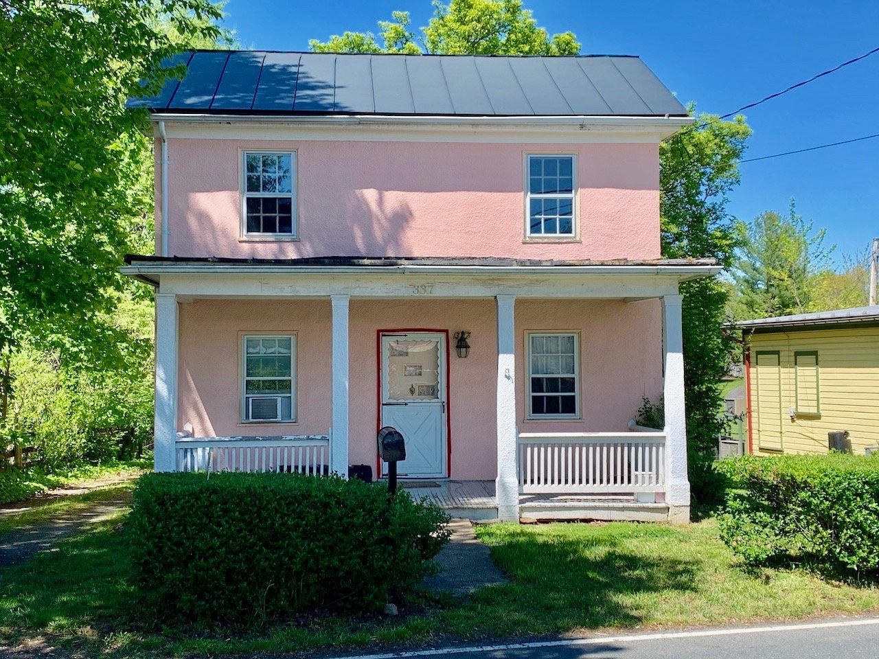 3 BR/1.5 BA Home on .35 +/- Acre Lot in the Town of Hamilton, VA--SELLS to the HIGHEST BIDDER!!
