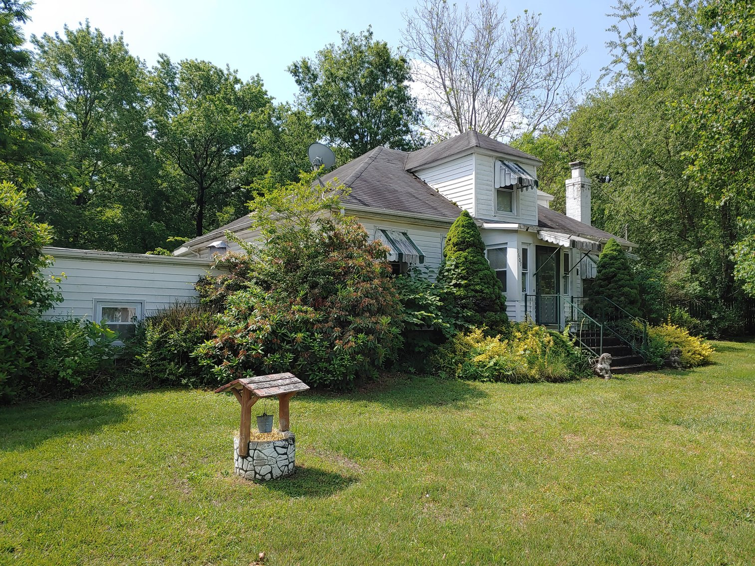 2 STORY VINYL SIDED 3 BR, 2 BATH HOME, 2 PARCELS, ZONED R-2, 2.24+/- ACRES PLUS REMAINING PERSONAL PROPERTY