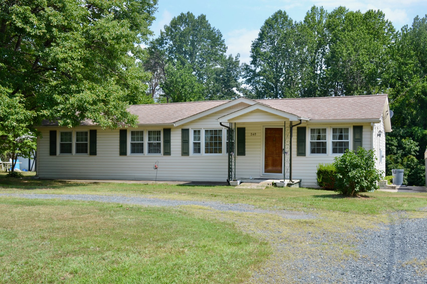 3 BR/1.5 BA Home on .8 +/- Acres Located Just off Rt. 1 in Stafford County, VA